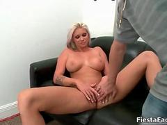 Hot comme ‡a with big tits gets fucked feature