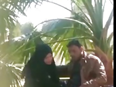 indian muslim girl doing handjob forth their way Boyfriend in a park